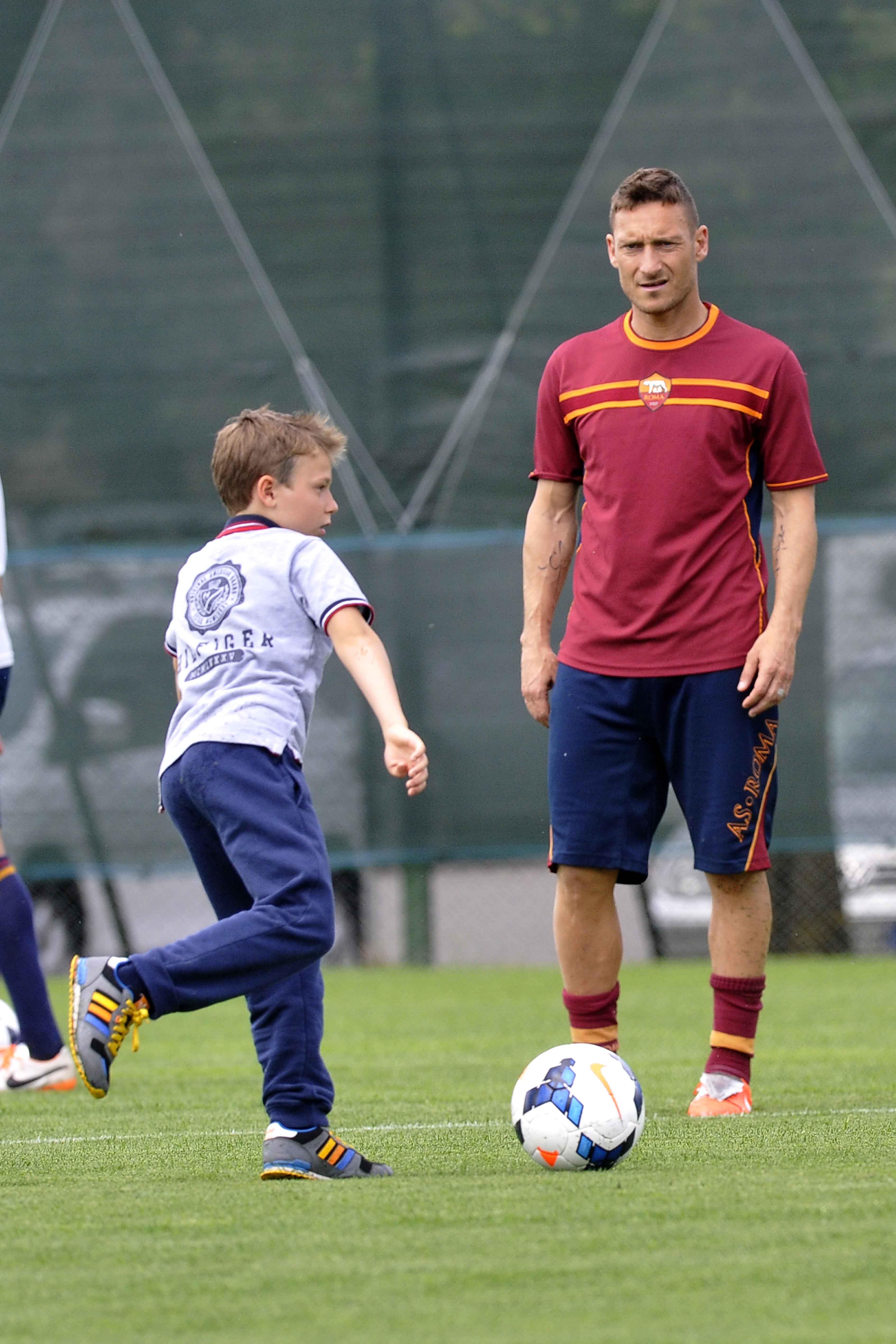 qualità autentica elegante nello stile miglior servizio Twitter As Roma: anche Francesco Totti sostiene la lotta ...