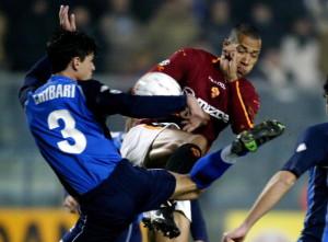 AS Roma striker John Carew of Norway (R)