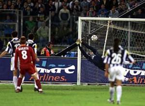 2001-05-06-Juventus-Roma-2-2-gol-2-1-Nakata-al-tiroSportal-300x219