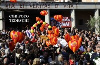 Migliaia di persone ai funerali di Stefano e Cristian (FOTO)