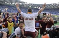 "Derby, le magliette celebrative di Totti e Florenzi a fine gara ""Game Over"" (FOTO)"