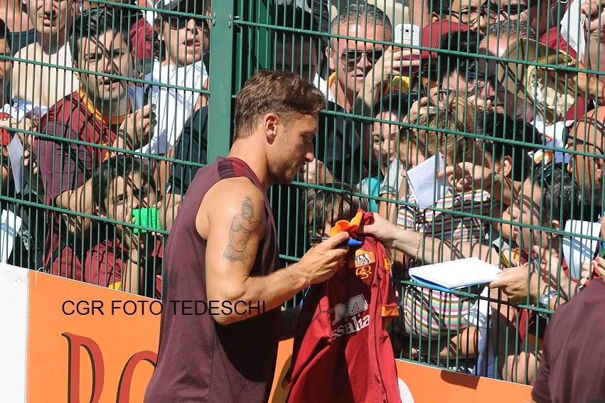 Totti  8 Autografi in campo