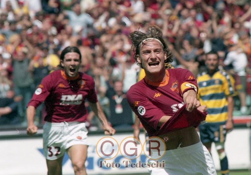 totti-dopo-gol-roma-parma-17-6-2001-2