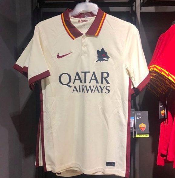 Roma, in vendita anche la seconda maglia con il lupetto di Gratton ...